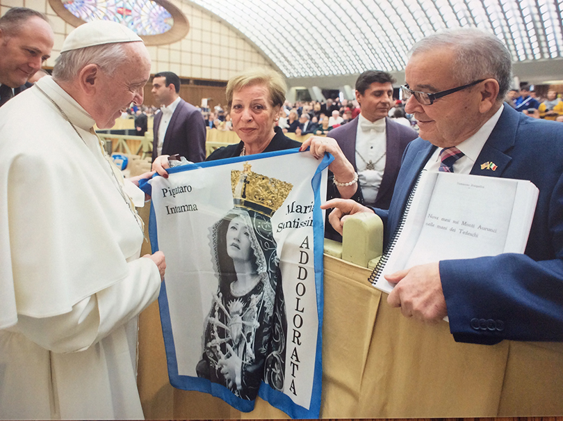 New York State Assembly member Tony D'Urso, with his wife Maria, presenting a copy of the diary to Pope Francis